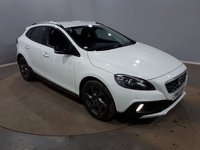 USED 2015 15 VOLVO V40 1.6 D2 CROSS COUNTRY LUX 5DR AUTO 113 BHP FULL SERVICE HISTORY + £20 12 MONTHS ROAD TAX + LEATHER SEATS + PARKING SENSOR + BLUETOOTH + CRUISE CONTROL + CLIMATE CONTROL + MULTI FUNCTION WHEEL + XENON HEADLIGHTS + DAB RADIO + ELECTRIC WINDOWS + ELECTRIC/HEATED DOOR MIRRORS + ALLOY WHEELS
