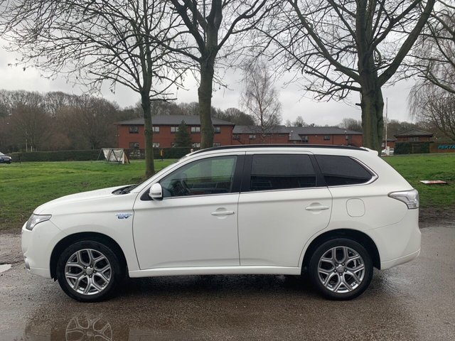 USED 2014 64 MITSUBISHI OUTLANDER 2.0 PHEV GX 4H 5d 162 BHP ELECTRIC HYBRID SERVICE HISTORY, ALLOY WHEELS, PANORAMIC ROOF, HEATED LEATHER SEATS, RADIO/CD/AUX/USB, CRUISE CONTROL, CLIMATE CONTROL, SATELLITE NAVIGATION