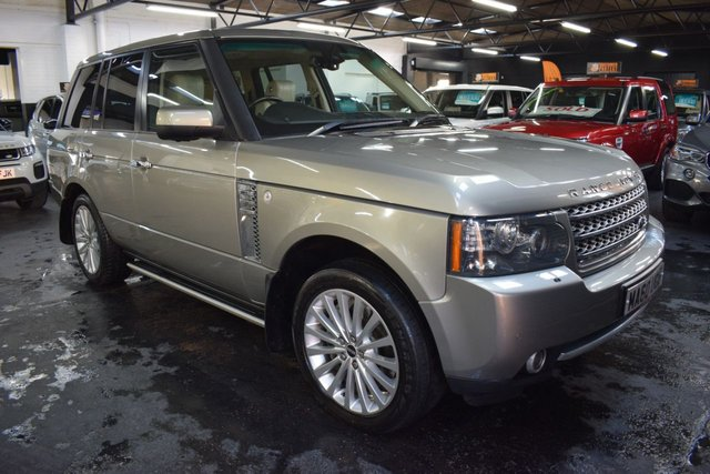 USED 2010 60 LAND ROVER RANGE ROVER 4.4 TDV8 AUTOBIOGRAPHY 5d 313 BHP TOP AUTOBIOGRAPHY SEPC - 4.4 TDV8 - 10 STAMPS TO 87K MILES - IVORY LEATHER - 20 INCH ALLOYS - HEATED /COOLED SEATS - DETACHABLE TOWBAR