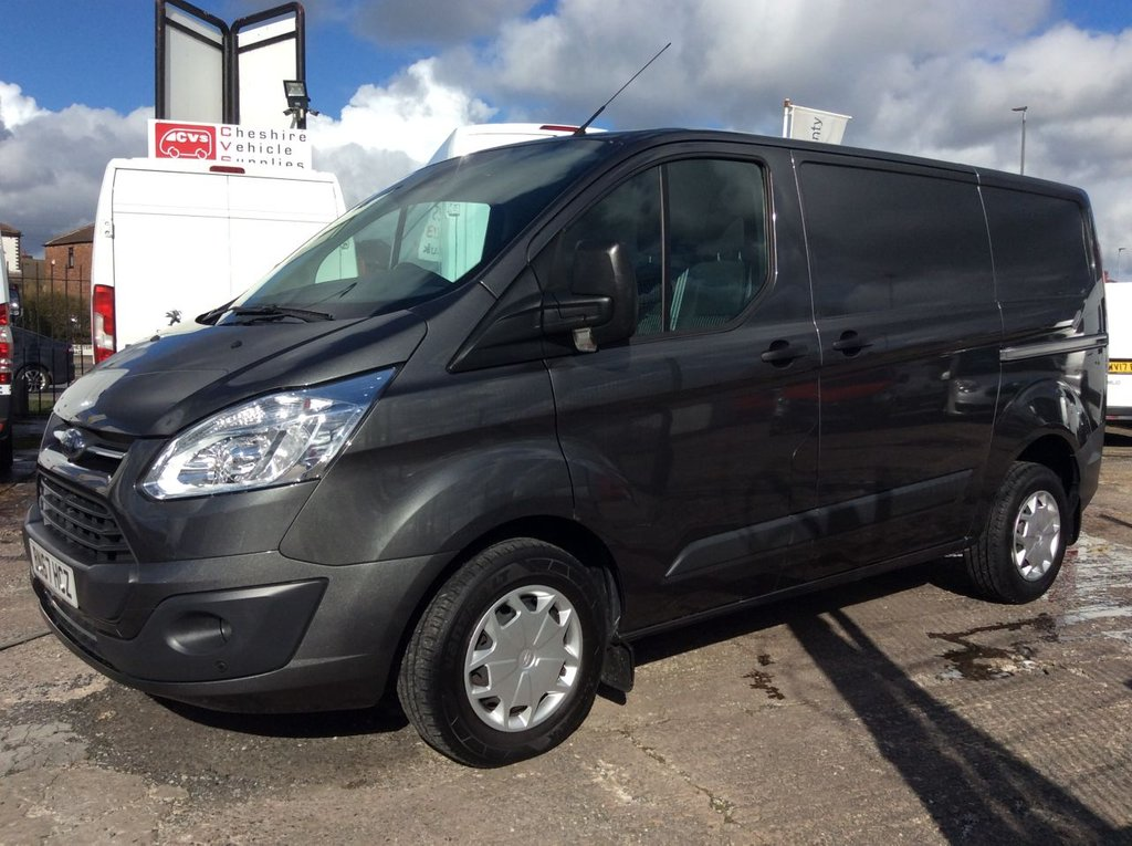 USED 2017 67 FORD TRANSIT CUSTOM SWB 2.0 290 TREND LR 104 BHP 1 OWNER FSH AIR CON MANUFACTURER'S WARRANTY AIR CONDITIONING EURO 6 SPARE KEY FRONT AND REAR PARKING SENSORS ELECTRIC WINDOWS AND MIRRORS 6 SPEED CRUISE CONTROL BLUETOOTH