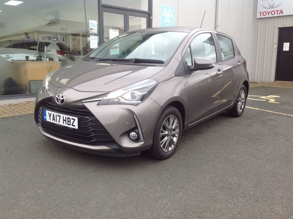 USED 2017 17 TOYOTA YARIS 1.5 Icon Tech 5door Sat nav, camera, DAB Radio