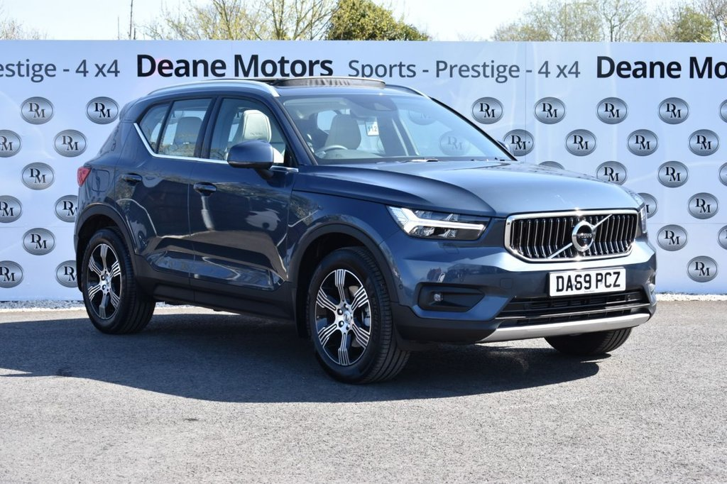 USED 2019 69 VOLVO XC40 2.0 T4 Inscription 5d 188 BHP AUTOMATIC