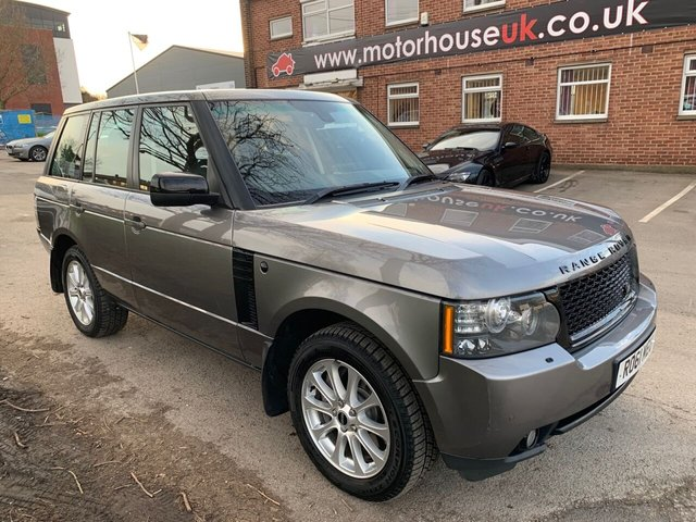 USED 2011 61 LAND ROVER RANGE ROVER 4.4 TDV8 VOGUE 5d 313 BHP EXCELLENT EXAMPLE WITH FULL SERVICE HISTORY, ALLOY WHEELS, SUN ROOF, PARK SENSORS, HEATED WINDSCREEN, HEATED LEATHER SEATS, RADIO/CD/AUX/USB, CRUISE CONTROL, CLIMATE CONTROL, SATELLITE NAVIGATION