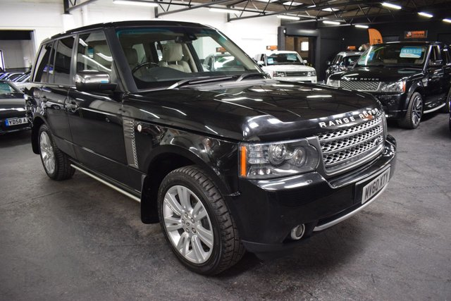 USED 2010 60 LAND ROVER RANGE ROVER 3.6 TDV8 VOGUE SE 5d 271 BHP STUNNING LOW MILEAGE EXAMPLE - 10 STAMPS TO 64K - IVORY LEATHER - ELECTRIC SIDE STEPS - LEATHER / WOOD HEATED STEERING WHEEL