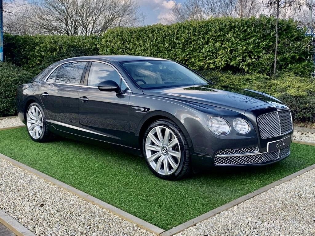 USED 2014 14 BENTLEY FLYING SPUR 6.0 W12 4d 616 BHP A Beautiful VAT QUALIFYING Example Finished in Metallic Grey and Trimmed with Quilted Ivory Leather Heated/Chilled Electric Memory Seats with Diamond Contrast Stitch and  Bentley Logo's to Headrests, HDD Satellite Navigation + Twin Screen Rear Entertainment + Digital TV Function + Bluetooth Connectivity + DAB Radio, 21 Inch Alloy Wheels, Electric Sunroof, Leather 3 Spoke Sports Steering Wheel with Multi Function, Front and Rear Park Distance Control + Reverse Camera, Electric Rear Window Blinds