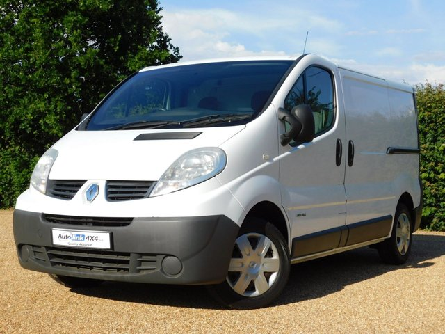 USED 2011 61 RENAULT TRAFIC 2.0 SL27 DCI S/R 115 BHP Ply Lining+Shelving+Navigation