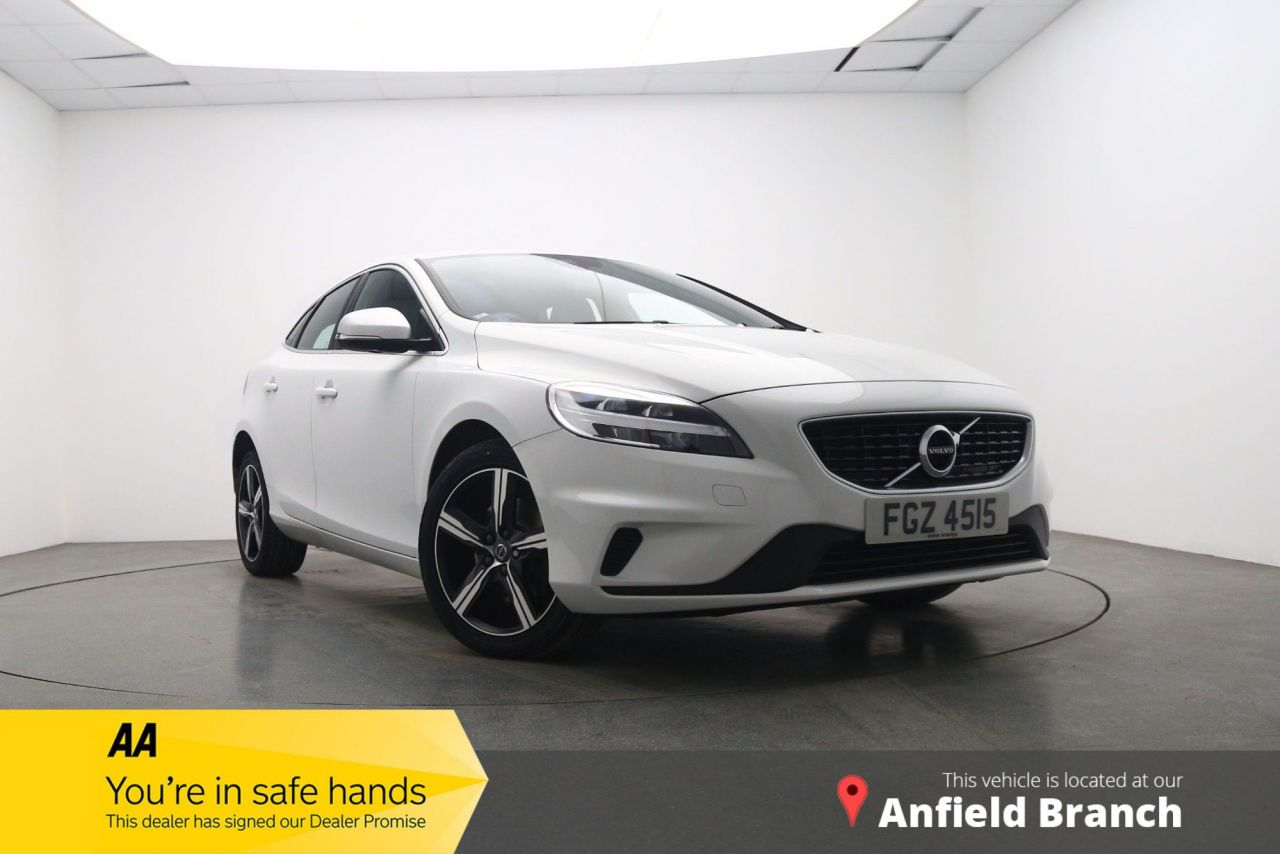 USED 2017 17 VOLVO V40 2.0 T2 R-DESIGN NAV PLUS 5d 120 BHP Sat-Nav Parking Sensors DAB