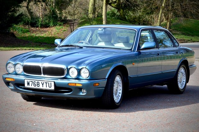 USED 2000 W JAGUAR XJ 3.2 SOVEREIGN V8 240 BHP. ONLY 28,000 MILES FROM NEW