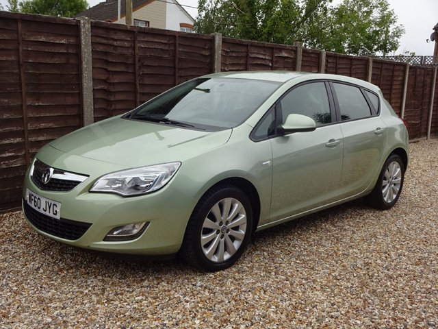USED 2010 60 VAUXHALL ASTRA 1.6 EXCLUSIV 5DOOR **YES, ONLY 32,000 MILES FROM NEW**