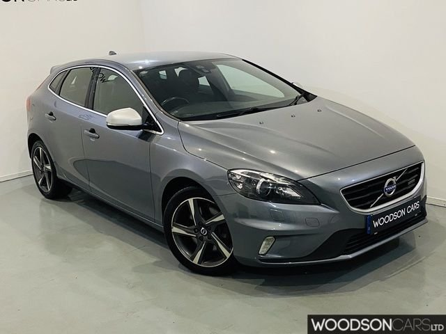 USED 2015 15 VOLVO V40 2.0 D4 R-DESIGN LUX NAV 5DR Full Service History / Sat Nav / Leather