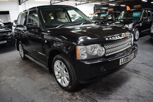 USED 2009 09 LAND ROVER RANGE ROVER 3.6 TDV8 VOGUE SE 5d 272 BHP 10 SERVICE STAMPS TO 92K - IVORY LEATHER - SAT NAV - FACTORY REAR DVD - 20 INCH ALLOY WHEELS - HEATED / COOLED SEATS