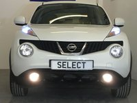 USED 2013 63 NISSAN JUKE 1.6 TEKNA 5d 117 BHP Top Specification Nissan Juke 1.6 Tekna Finished In Gleaming White With Contrasting Black Leather Sports Interior, Only 51,850 Miles With A Full 5 Stamp History, Looks Fab In This Colour Combination And Complemented By A Set Of Immaculate Unmarked 17 Inch Gloss Black Alloys, Huge Tekna Spec With Heated Seats, Privacy Glass, Sat Nav, Climate Control, Bluetooth, Electric Folding Mirrors, Cruise Control With Speed Limiter, Colour Screen Reverse Camera, Privacy Glass, Lovely Light and Easy To Drive