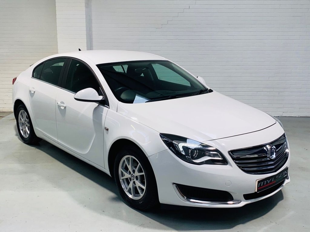 USED 2015 S VAUXHALL INSIGNIA 2.0 DESIGN NAV CDTI ECOFLEX S/S 5d 138 BHP Zero Road Tax, 60+MPG Diesel, Sat Nav and Reverse Camera