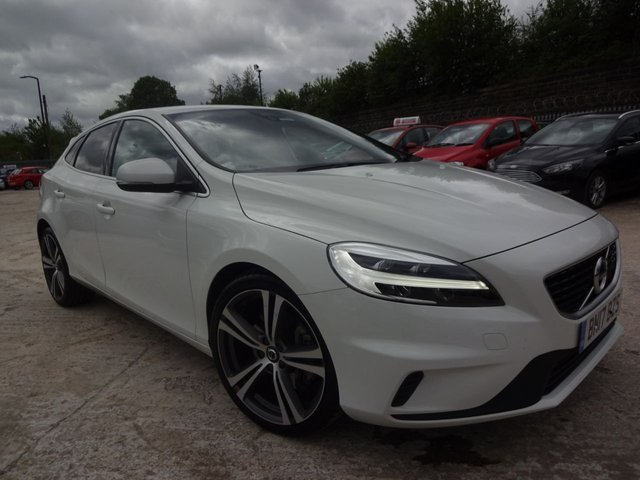 USED 2017 17 VOLVO V40 2.0 D4 R-DESIGN PRO 5d 188 BHP 1 OWNER+FSH+2 KEYS+PRIVACY GLASS+CLIMATE CONTROL+MEDIA+PARKING SENSORS+£0 ROAD TAX+NAVIGATION+LEATHER SEATS+ELECTRIC WINDOWS+BLUETOOTH+