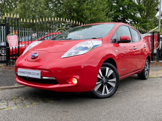"""USED 2015 15 NISSAN LEAF 0.0 TEKNA 5d 109 BHP 0 ROAD TAX+HISTORY+CHARGING CABLE+PRIVGLASS+CLIMATE+NAVIGATION+LEATHER SEATS+17"""" ALLOY WHEELS+2 OWNERS+ELECTRIC WINDOWS+MEDIA+USB+BLUETOOTH+"""