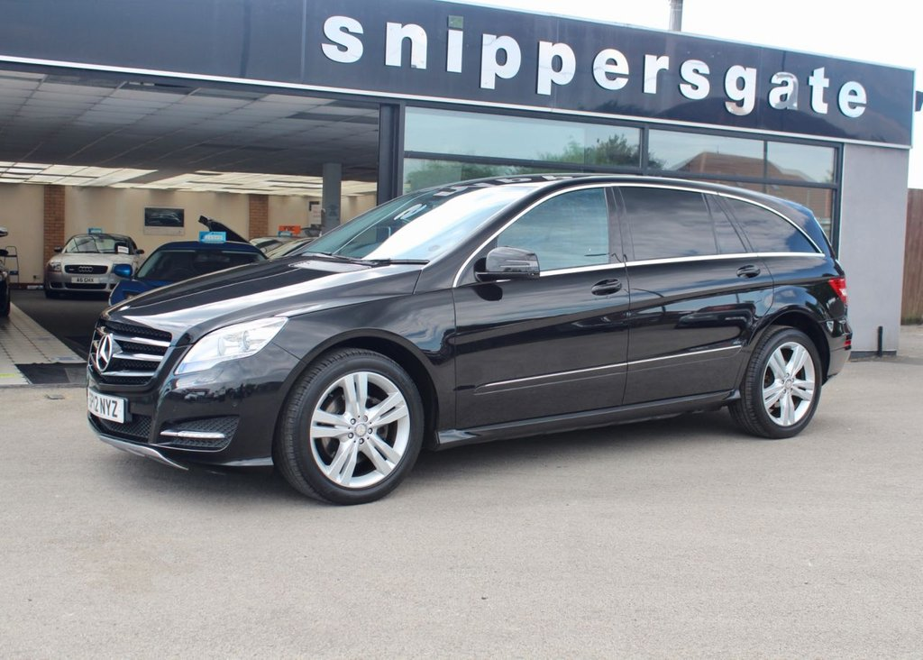 """USED 2012 12 MERCEDES-BENZ R CLASS 3.0 R350 CDI 4MATIC 5d 265 BHP Great Specification Obsidian Black R Class, Parktronic System - Front and Rear Parking Sensors, 20"""" Alloys, 7 Seater, LED Daytime Running Lights, Sports Seats, Automatically Dimming Mirrors, Tyre Pressure Loss Warner. Electric Folding Mirrors, Command APS With DVD Changer, Electric Adjustable Seats, Automatic Climate Control, Bi-Xenon Headlamps, Satellite Navigation, Privacy Glass, Electric Side Windows, Heated Seats, Mirrors Package, Sports Package Interior, Sports Package Exterior, 2 Keys and"""