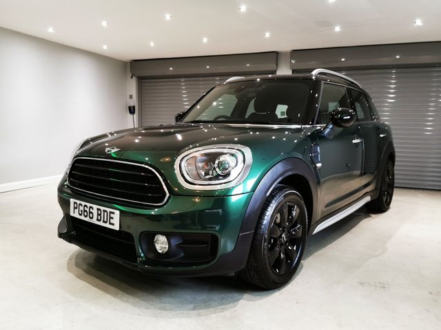 "USED 2017 66 MINI COUNTRYMAN 1.5 COOPER 5d 134 BHP CHILI PACK + SATELLITE NAVIGATION + HEATED SEATS + 17"" GLOSS BLACK ALLOY WHEELS"