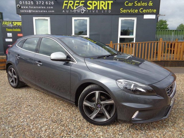 USED 2013 63 VOLVO V40 1.6 D2 R-Design Lux 5dr Leather-Heated Seats-Bluetooth