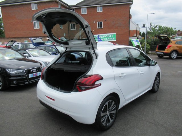 USED 2016 16 PEUGEOT 208 1.2 PURETECH XS LIME 5d 82 BHP ** JUST ARRIVED...ONE OWNER FROM NEW..CALL 01543 379066