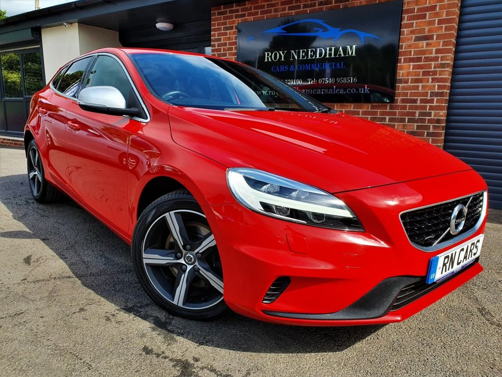 USED 2017 17 VOLVO V40 2.0 D3 R-DESIGN NAV PLUS 5DR 148 BHP *** D3 - AUTO - GREAT SPEC ***