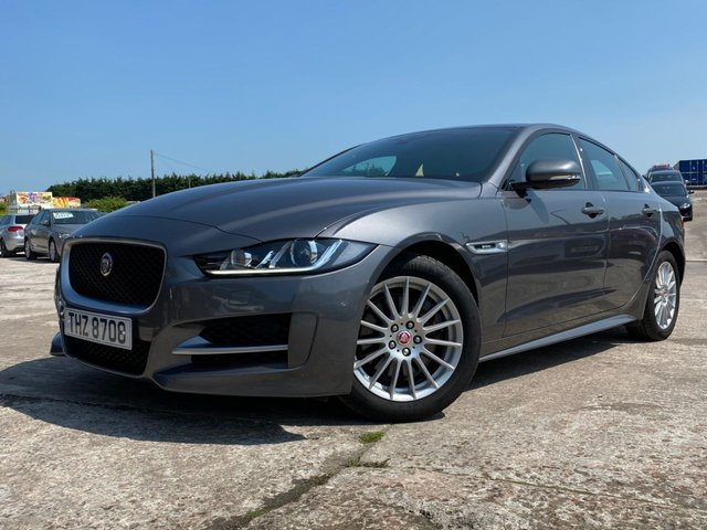 USED 2016 JAGUAR XE 2.0 R-SPORT 4d 161 BHP 2 KEYS+UPGRADED ALLOY WHEELS+REVERSE CAMERA+FULL SERVICE HISTORY+MEDIA+LEATHER SEATS+NAVIGATION+CLIMATE CONTROL+CRUISE CONTROL+1 PREVIOUS KEEPER+ELECTRIC WINDOWS+ELECTRIC GLASS SUNROOF+PANORAMIC ROOF+£0 ROAD TAX+