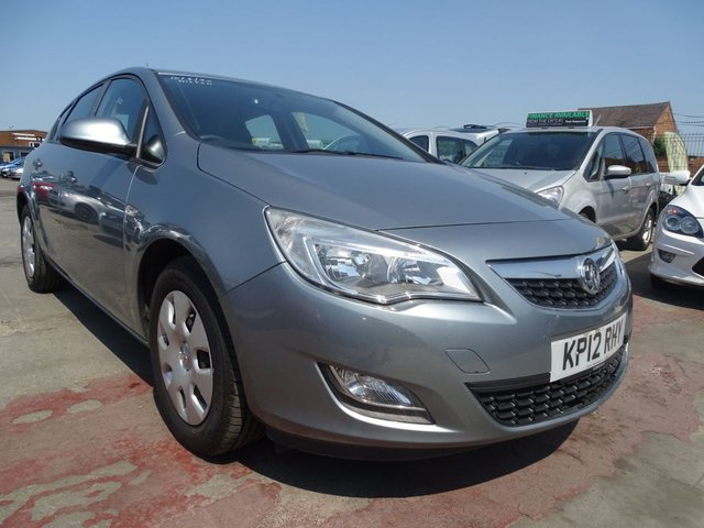 USED 2012 12 VAUXHALL ASTRA 1.7 EXCLUSIV CDTI 5d £30 ROAD TAX YEARLY