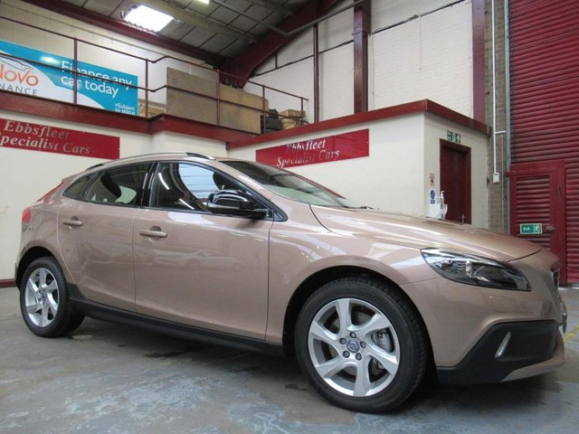 USED 2015 65 VOLVO V40 2.0 D2 Lux Cross Country (s/s) 5dr ***33000 MILES S/HISTORY***
