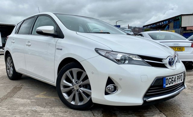 USED 2014 64 TOYOTA AURIS 1.8 EXCEL VVT-I  PANORAMIC SUNROOF 1 FORMER KEEPER+FSH 5STAMPS+2 KEYS+ALLOY WHEELS+AIR CONDITIONING+PARKING SENSORS+£20 ROAD TAX+MEDIA+REVERSE CAMERA+FOLDING MIRRORS+2 KEYS+PANORAMIC SUNROOF