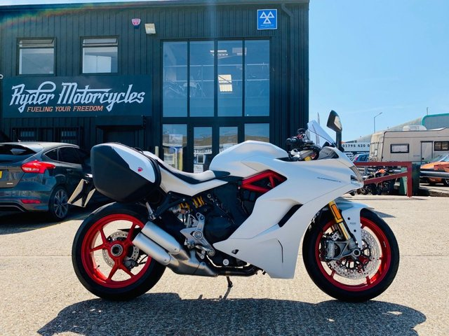 2019 69 DUCATI SUPERSPORT S WITH DUCATI OE TOURING PACK