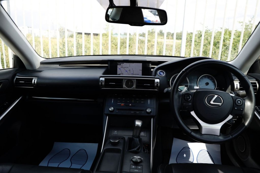 USED 2015 64 LEXUS IS 2.5 300H EXECUTIVE EDITION 4d 179 BHP