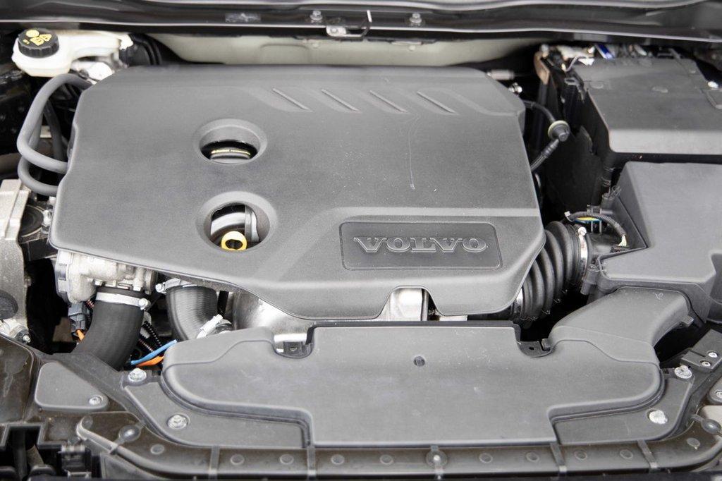 USED 2014 14 VOLVO V40 1.6 D2 SE LUX NAV 5d 113 BHP