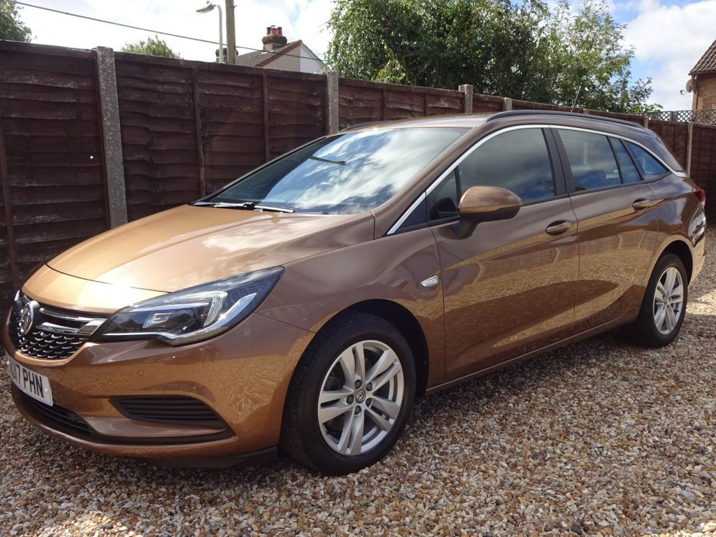 USED 2017 17 VAUXHALL ASTRA 1.6 CDTi DESIGN ESTATE ONE OWNER, FULL DEALER HISTORY