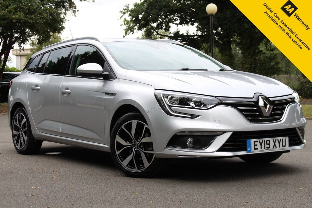USED 2019 19 RENAULT MEGANE 1.3 ICONIC TCE EDC 5d 139 BHP ** 1 OWNER FROM NEW ** FULL RENAULT SERVICE HISTORY ** SATELLITE NAVIGATION ** REAR PARKING AID ** CRUISE CONTROL ** DUAL ZONE CLIMATE CONTROL ** SAVE £££ FROM NEW ** ULEZ CHARGE EXEMPT ** £0 DEPOSIT FINANCE AVAILABLE **