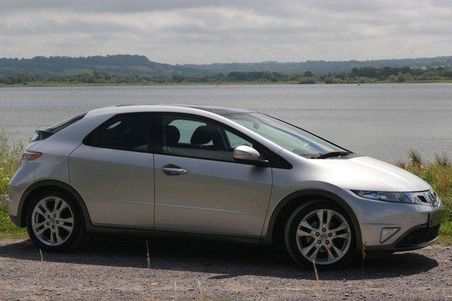2009 59 HONDA CIVIC 1.8 I-VTEC ES 5d 138 BHP