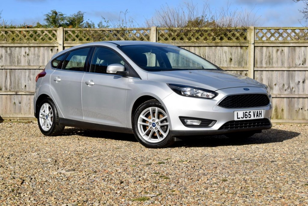 USED 2015 65 FORD FOCUS 1.0 ZETEC 5d 100 BHP Free 12  month warranty