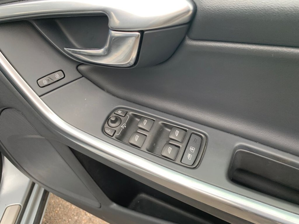 USED 2014 64 VOLVO V60 2.0 D4 R-DESIGN NAV 5d 178 BHP