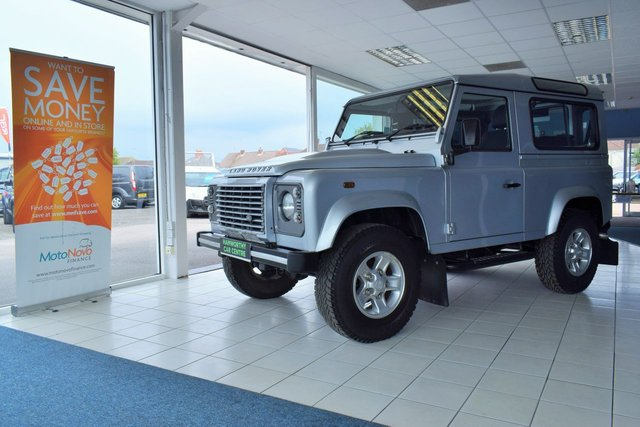 2011 11 LAND ROVER DEFENDER 90  90 TD XS FACTORY STATION WAGON 3d 121 BHP 4 SEATER