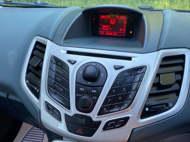 USED 2010 10 FORD FIESTA 1.2 ZETEC 5d 81 BHP GR8 FIRST CAR  AIR CON
