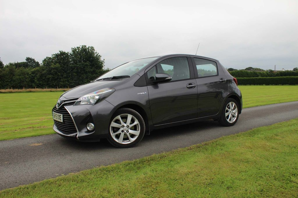 USED 2015 15 TOYOTA YARIS 1.5 HYBRID EXCEL 5d 73 BHP Over 800 5* Reviews