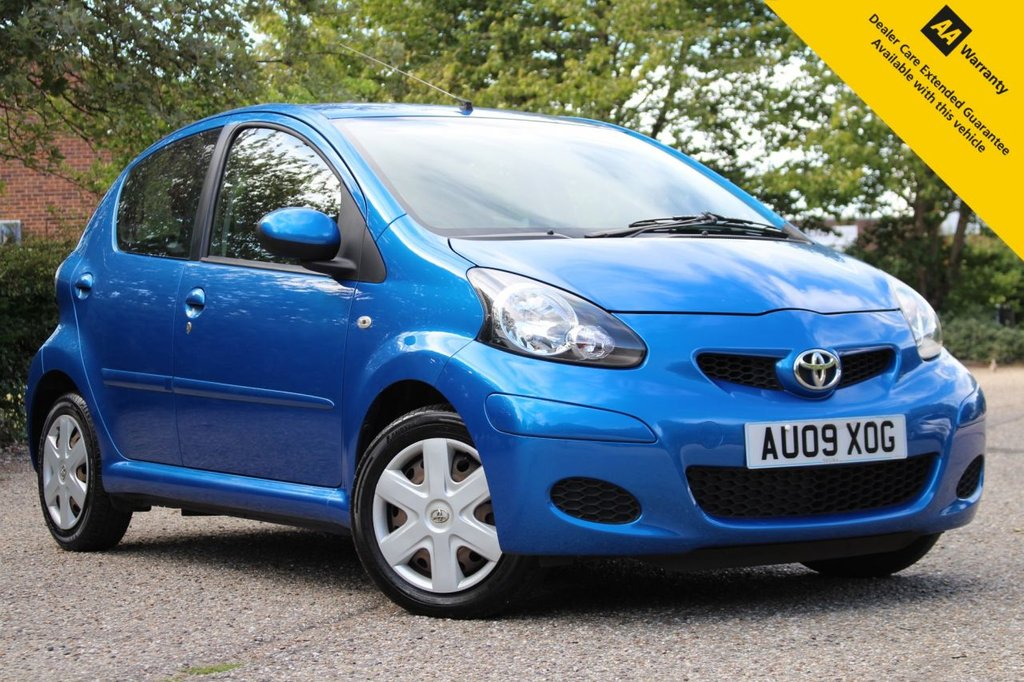 USED 2009 09 TOYOTA AYGO 1.0 BLUE VVT-I 5d 67 BHP ** SUPERB FULL SERVICE HISTORY ** FRESHLY SERVICED AT POINT OF SALE ** LONG MOT - MARCH 2021 ** MP3 CONNECTION - AIR CONDITIONING + MUCH MORE ** £20 ROAD TAX - LOW INSURANCE - 60+ MPG ** LOW RATE £0 DEPOSIT FINANCE AVAILABLE **