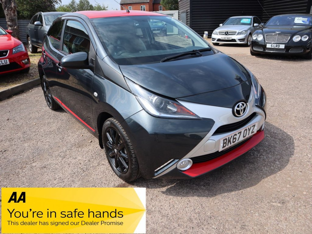USED 2017 67 TOYOTA AYGO 1.0 VVT-I X-PRESS 5d 69 BHP GREAT LITTLE CAR IN TWO TONE RED WITH A BLACK ROOF AND SIDE DETAILING  1 PREVIOUS OWNER MPG 70.1 AND 78.5