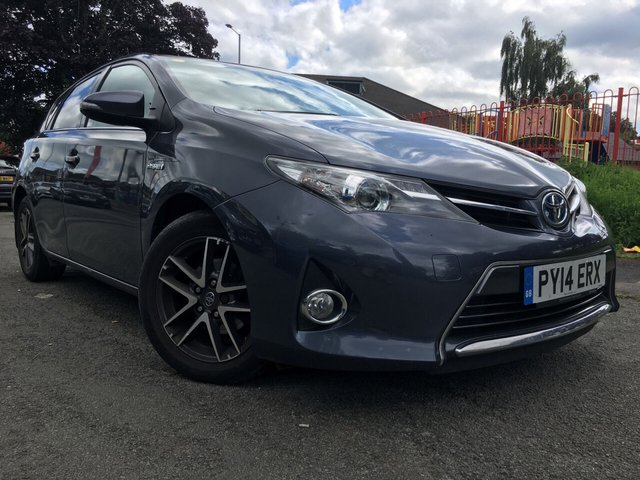 USED 2014 14 TOYOTA AURIS 1.8 VVT-I ICON PLUS 5d 98 BHP 2 KEYS+FSH+0 TAX+ALLOY WHEELS+CLIMATE+NAVIGATION SYSTEM+POWER ASSISTED+MEDIA+BLUETOOTH+CLIMATE+CRUISE+USB+AUX+