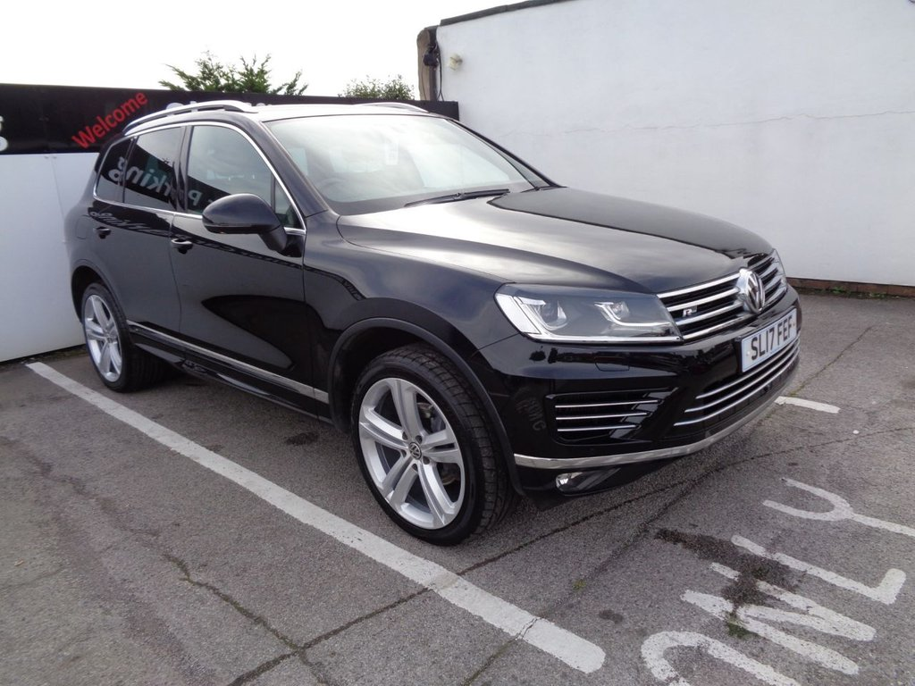 USED 2017 17 VOLKSWAGEN TOUAREG 3.0 V6 R-LINE PLUS TDI BLUEMOTION TECHNOLOGY 5d 259 BHP 4x4 awd 4wd Satellite Navigation  Panoramic roof parking sensors privacy glass leather trim full dealer service history