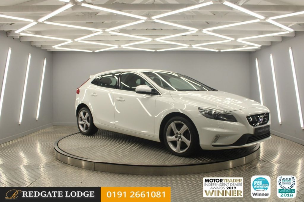 USED 2014 64 VOLVO V40 2.0 D3 R-DESIGN LUX NAV 5d 148 BHP SAT/NAV, FULL LEATHER, BLUETOOTH, 6 SERVICES, AUTOMATIC