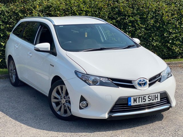 USED 2015 15 TOYOTA AURIS 1.8 VVT-I EXCEL 5d SERVICE HISTORY, MOT TO AUGUST 2021, SATELLITE NAVIGATION, BLUETOOTH, REVERSING CAMERA