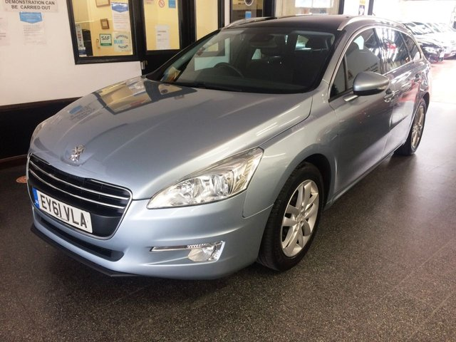 USED 2011 61 PEUGEOT 508 1.6 ACTIVE SW HDI  5d 112 BHP Including mot advisories service and 6 months warranty. This 508 Active is finished in Metallic Alpine Blue with Black cloth seats. It is fitted with Panoramic roof, Daylights, Park Assist, front fogs, power steering, remote locking, electric windows/mirrors, dual zone climate air conditioning, alloy wheels, full size alloy spare wheel, USB/Aux and more. It has an excellent service history consisting of 7 previous Peugeot services! Complete with stamped service book and service receipts.