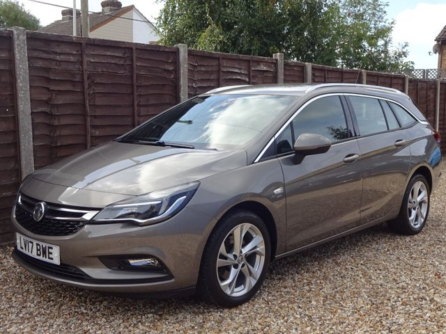USED 2017 17 VAUXHALL ASTRA 1.6 CDTi SRi AUTOMATIC ESTATE ONE OWNER AUTOMATIC ESTATE WITH FULL MAIN DEALER SERVICE HISTORY
