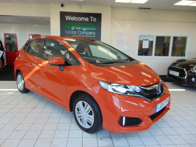 """USED 2018 18 HONDA JAZZ 1.3 I-VTEC S 5d 101 BHP THIS HONDA JAZZ 1.6 I-VTEC S 5 DOOR COMES WITH FULL SERVICE HISTORY + 1ST MOT DUE 23/03/2021 + CRUISE CONTROL + AIR CONDITIONING + BLUETOOTH + DAB RADIO + ABS + ELECTRIC WINDOWS + CENTRAL LOCKING + MULTI INFORMATION DISPLAY + SHARK FIN ANTENNA +ISOFIX POINTS + DAYTIME RUNNING LIGHTS + FRONT FOG LIGHTS + IMMOBILIZER SYSTEM + HALOGEN HEADLIGHTS +  CTBA ( CITY BREAK ACTIVE SYSTEM ) + AUTO WIPERS + AUTO LIGHTS + 15"""" STEEL WHEELS + HILL START ASSIST + SUPER LOCKING"""
