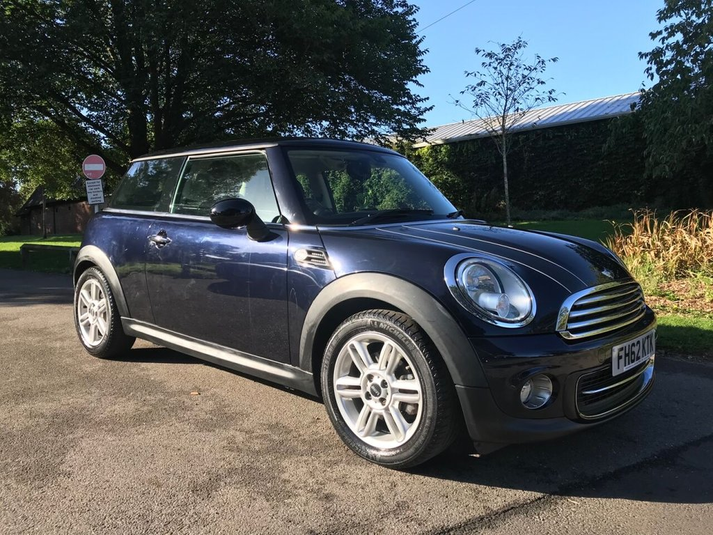 USED 2013 62 MINI HATCH COOPER 1.6 COOPER 3d 122 BHP Over £2500 Of Optional Equipment With This Mini Cooper !!