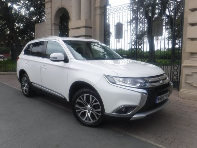 USED 2018 68 MITSUBISHI OUTLANDER 2.3 DI-D 3 5d 147 BHP 7 SEATS*4WD*CRUISE*BTOOTH*SERVICE HISTORY*PARKING SENSO